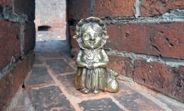 Скульптура бабушки хомлина