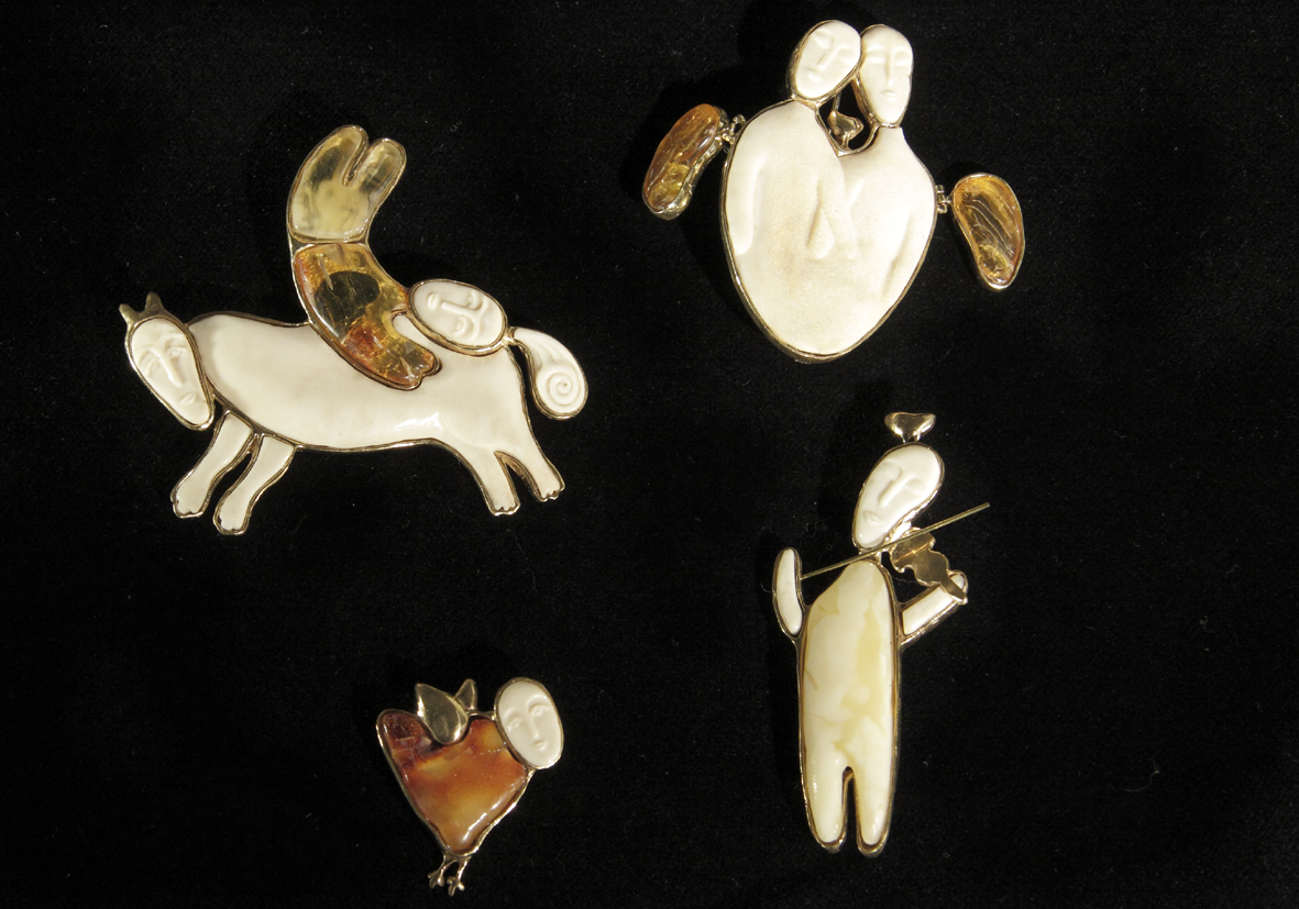 "Category ""Poetry in Stone"", посвященной dedicated to the Year of Literature announced in Russia in 2015 Laureate Daria Nesterova, Togliatti, Russia – for the brooch series ""Winged"", 2015 (amber, ivory, bronze; carving, casting)."